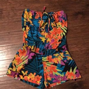 Maurice's tropical romper wore 1x